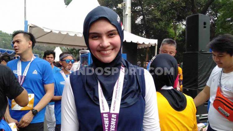 Aktor sekaligus presenter cantik, Zee Zee Shahab kini mulai aktif berkecimpung di dunia lari marathon. Copyright: © Shintya Anya Maharani/INDOSPORT