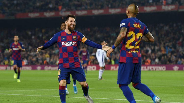 Lionel Messi dan Arturo Vidal menjadi bintang kemenangan Barcelona atas Real Valladolid di pekan 11 LaLiga Spanyol, Rabu (30/10/19). Copyright: © Alex Caparros/Getty Images