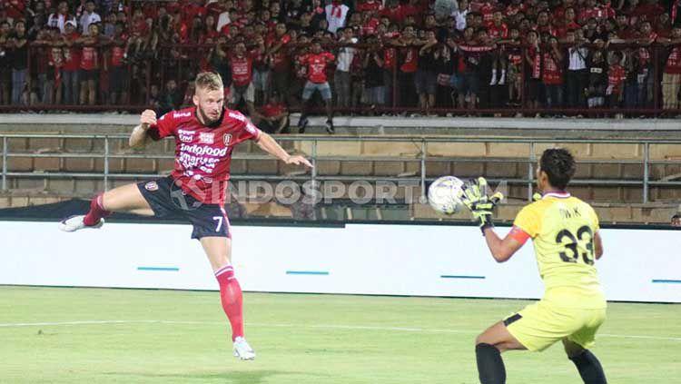 Striker asal Belanda Melvin Platje mengungkapkan didekati oleh klub asing dan lokal pasca kontrak di Bali United akan habis. Copyright: © Nofik Lukman Hakim/INDOSPORT