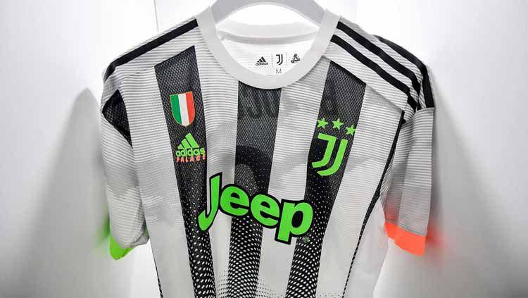 Tim raksasa Italia, Juventus baru saja merilis jersey keempat yang langsung dikenakan pada pertandingan kontra Genoa dalam lanjutan Liga Italia Serie A, Rabu (31/10/19) dini hari. Copyright: © soccerbible.com