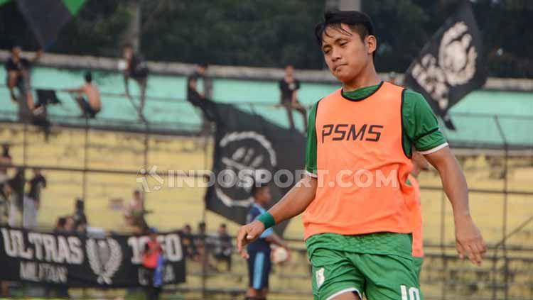 Natanael Siringoringo ketika masih bermain untuk PSMS Medan. Copyright: © Aldi Aulia Anwar/INDOSPORT