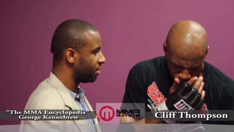Momen ketika Cliff Thompson muntah saat hendak diwawancara. Copyright: © Youtube MMA MAYHEM TV