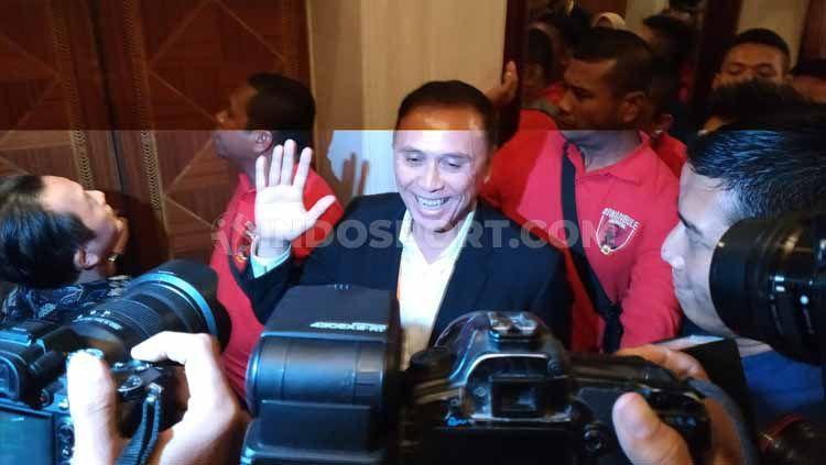 Ketum PSSI 2019-2023 terpilih, Mochamad Iriawan alias Iwan Bule sesaat setelah meninggalkan ruang kongres untuk pergi shalat. Copyright: © Coro Mountana/INDOSPORT