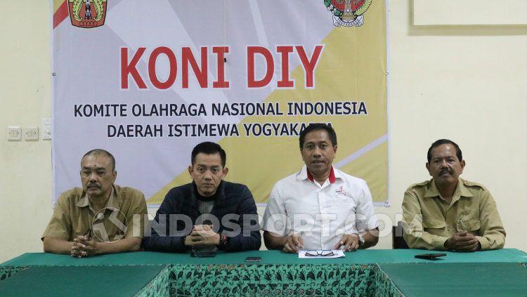 Ketua Umum KONI DIY, Djoko Pekik Irianto, memperpanjang kebijakan latihan mandiri menuju PON XX Papua 2020 hingga 21 April mendatang. Copyright: © Ronald Seger Prabowo/INDOSPORT