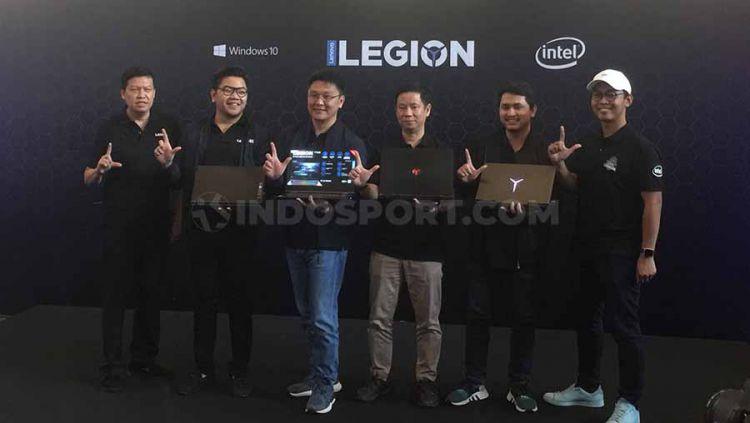 Lenovo Legion dukung industri eSports Indonesia melalui kompetisi Rise of Legion dan Legion of Champions Seri 4, Mall Taman Anggrek, Kamis (07/11/19). Copyright: © Karina Kusuma Wijaya/INDOSPORT