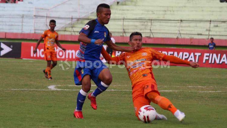 Laga Pertandingan Persiraja Banda Aceh vs Mitra Kukar, skor 2-0 untuk Persiraja, Sabtu (09/11/19). Copyright: © Fitra Herdian/INDOSPORT
