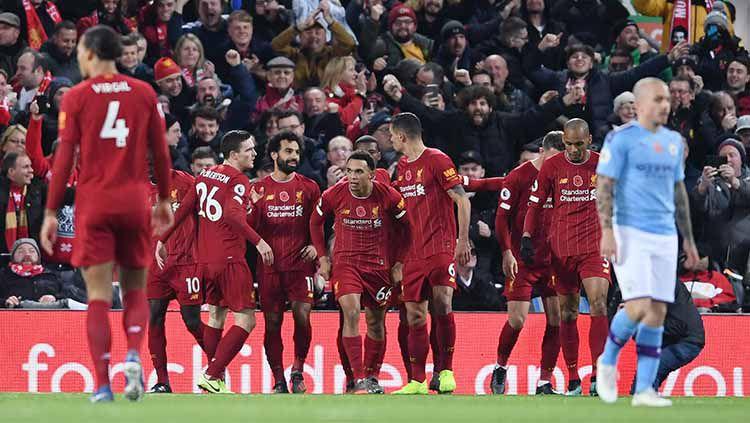 Para pemain Liverpool usai melakukan selebrasi pada laga Liga Inggris di Anfield. Copyright: © Laurence Griffiths/Getty Images