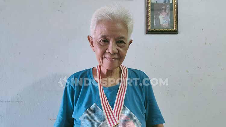 Kabar duka datang salah satu pahlawan bulutangkis Indonesia, yakni Tati Sumirah yang dikabarkan telah meninggal dunia. Copyright: © Martin Gibsian/INDOSPORT
