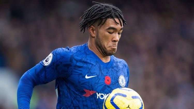 Wonderkid Chelsea, Reece James, mendapat julukan monster dari rekannya di The Blues usai berhasil mematikan pergerakan Wilfried Zaha Copyright: © Visionhaus via Getty Images