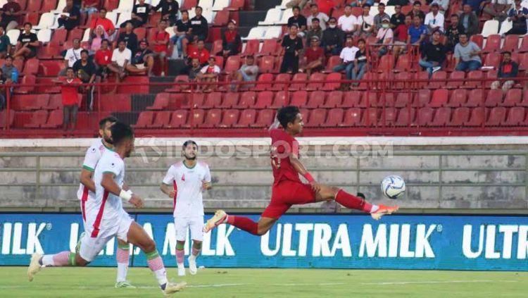 Laga pertandingan antara Timnas Indonesia U-23 vs Iran U-23 di Stadion Kapten I Wayan Dipta, Bali, Rabu (13/11/19). Copyright: © Nofik Lukman Hakim/INDOSPORT
