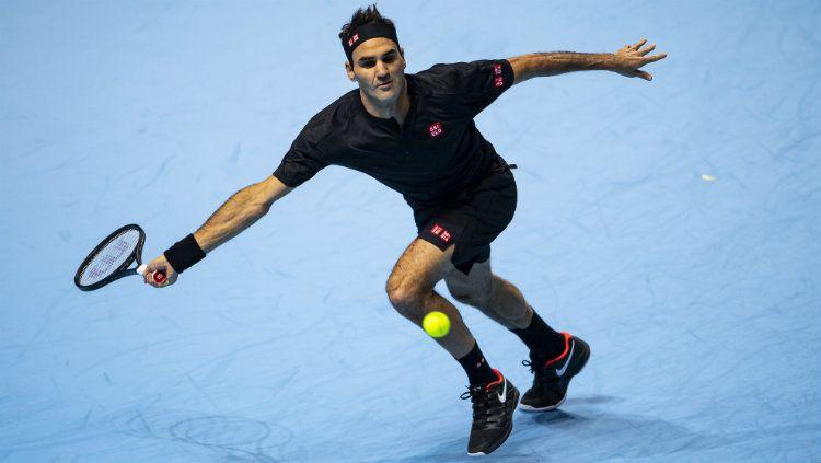 Roger Federer mengalahkan Novak Djokovic di babak grup Nitto ATP Finals 2019. Copyright: © TPN/Getty Images