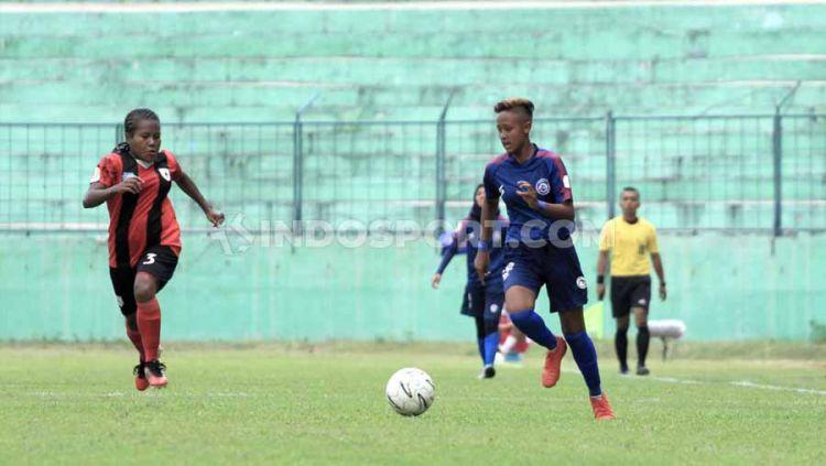 Arema FC harus mengakui keunggulan Persipura dalam laga pertama seri ke-4 Liga 1 Putri dengan kekalahan 0-3 di Stadion Gajayana Malang, Sabtu (16/11/19). Copyright: © Ian Setiawan/INDOSPORT