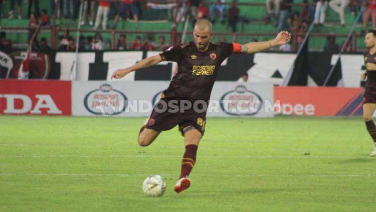 Gelandang klub Liga 1 PSM Makassar, Willjan Pluim, diberi izin untuk tinggalkan Indonesia dan pulang ke Belanda. Copyright: © Adriyan AdirizkyINDOSPORT