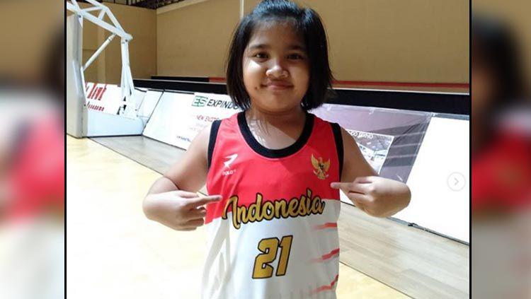 Inez Angelina Welly, anak dari komentator sepak bola Indonesia, Bung Towel yang piawai bermain basket Copyright: © Instagram Inez Angelina Welly