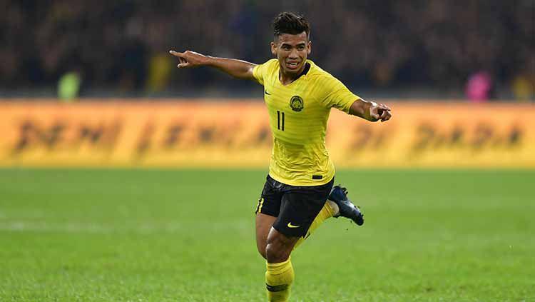 Indosport - Muhammad Safawi Rasid melakukan selebrasi seusai cetak gol ke gawang timnas Indonesia.