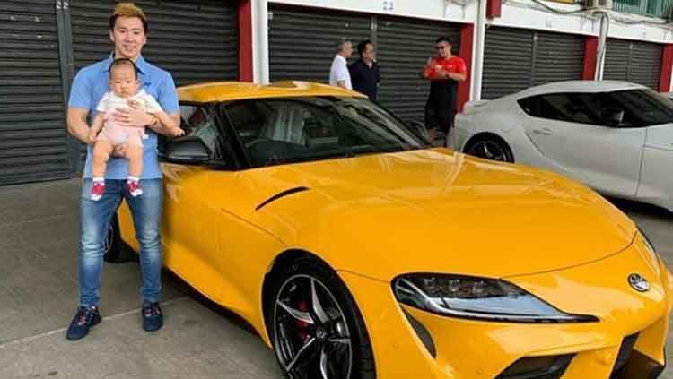 elum lama ini pebulutangkis ganda putra Indonesia, Marcus Fernaldi Gideon membeli sebuah tunggangan mewah yakni Toyota GR Supra seharga Rp2 miliar yang memiliki spesifikasi bak mobil balap. Copyright: © Instagram.com/marcusgideon.fansclub