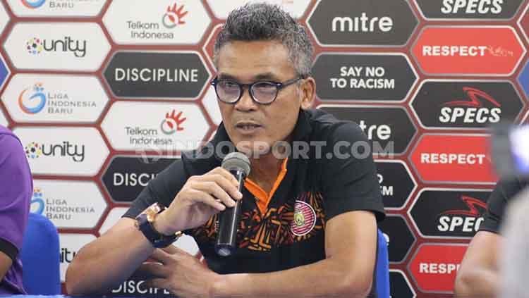 Pelatih klub Liga 1 Persiraja Banda Aceh, Hendri Susilo, memberi komentar terkait laga uji coba melawan klub Liga 2, PSMS Medan. Copyright: © Nofik Lukman Hakim/INDOSPORT