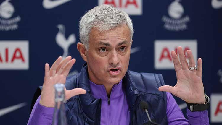 Jose Mourinho ajak Tottenham Hotspur lakukan hal gila dengan cara melanggar lockdown ditengah virus Corona. Copyright: © Tottenham Hotspur FC/Tottenham Hotspur FC via Getty Images