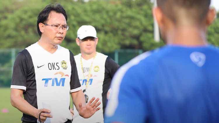 Ong Kim Swee dipecat dari jabatannya sebagai pelatih Timnas Malaysia U-23 setelah gagal lolos ke semifinal SEA Games 2019. Copyright: © oks_harimaumsia