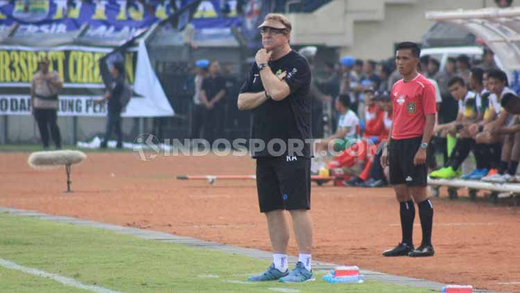 Pelatih Persib Bandung, Robert Rene Alberts, mengaku belum bisa memberikan penilaian terhadap penampilan Wander Luiz dan Joel Vinicius pasca-turnamen Asia Challenge Cup 2020. Copyright: © Arif Rahman/INDOSPORT