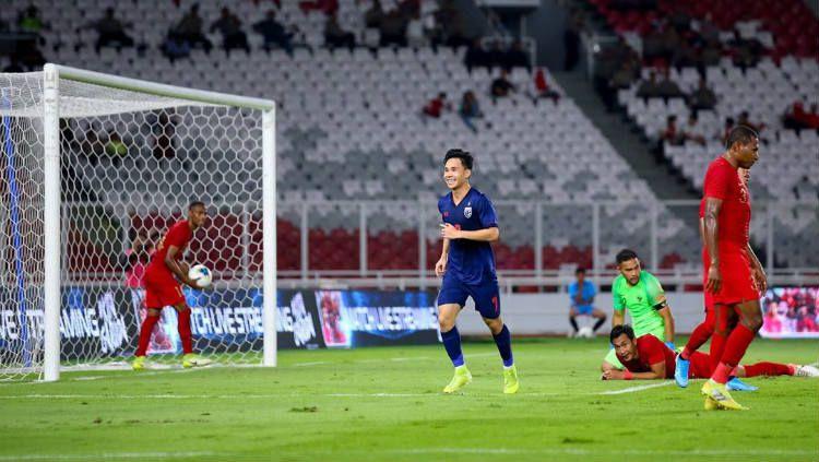 Timnas Indonesia di bawah asuhan Shin Tae-yong tengah menjadi sasaran empuk Thailand demi bisa kembali masuk dalam rangking 100 besar FIFA. Copyright: © https://www.instagram.com/supachok_19/