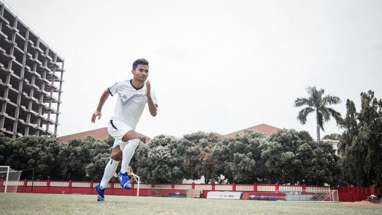 Bek timnas Indonesia U-23, Asnawi Mangkualam, yang juga bermain di klub Liga 1 PSM Makassar. Copyright: © Zainal Hasan/INDOSPORT