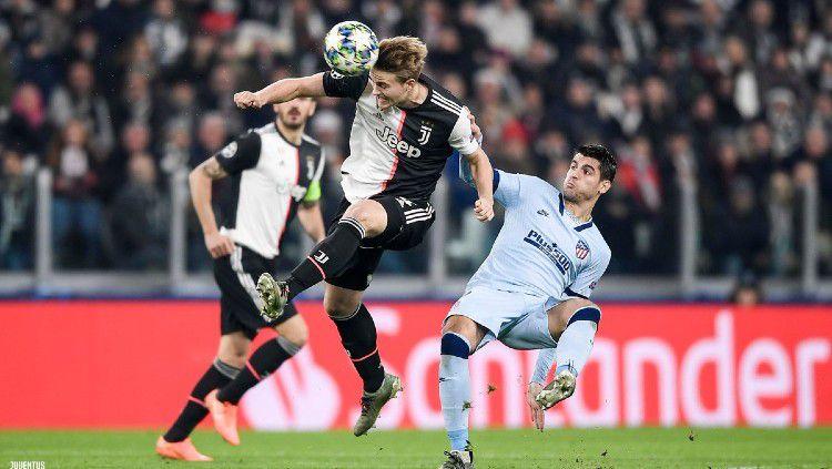 De Ligt dan Morata berjibaku dalam laga Liga Champions Juventus vs Atletico Madrid, Rabu (27/11/19). Copyright: © twitter.com/juventusfcen