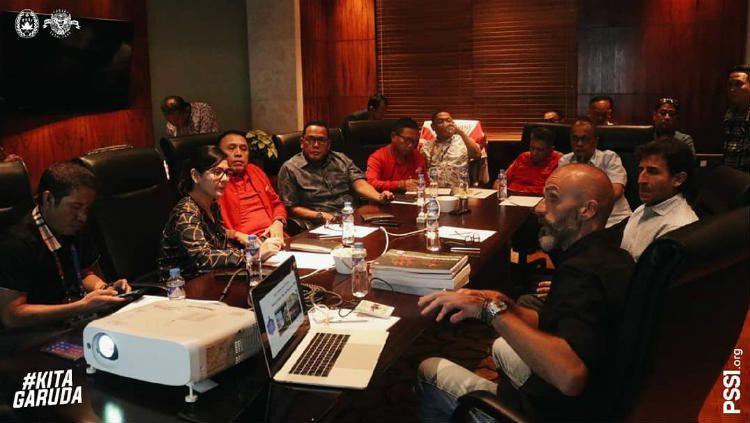 Luis Milla saat memenuhi undangan PSSI di Filipina sebagai kandidat pelatih Timnas Indonesia, Jumat (29/11/19). Copyright: © PSSI