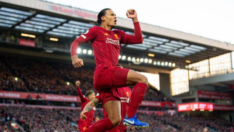 Selebrasi gol Virgil van Dijk di laga Liverpool vs Brighton pada pekan ke-14 Liga Inggris, Sabtu (30/11/19). Copyright: © twitter.com/LFC