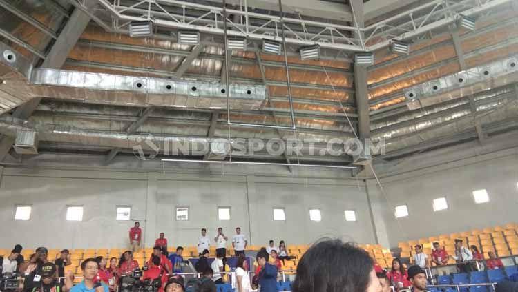 Insiden kurang mengenakkan terjadi di cabor angkat berat SEA Games 2019 di Ninoy Aquino Stadium, Manila, Filipina Minggu (01/12/19). Copyright: © Ronald Seger Prabowo/INDOSPORT