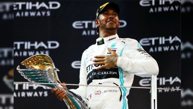Lewis Hamilton (Mercedes) dianggap lebih baik ketimbang legenda Formula 1 (F1), Michael Schumacher, dan bahkan Ayrton Senna. Copyright: © F1