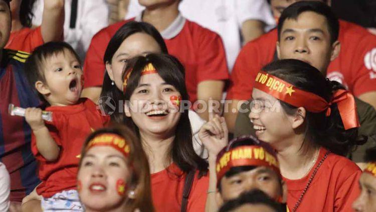 Tantang Timnas Indonesia U-23, Vietnam datangkan 'fans cantik' di final SEA Games 2019, Selasa (10/12/19) di Stadion Rizal Memorial, Filipina. Copyright: © Ronald Seger Prabowo/INDOSPORT