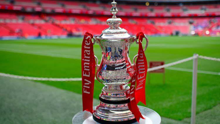 Trofi Piala FA, salah satu kompetisi bergengsi sepak bola di Inggris Copyright: © Telegraph
