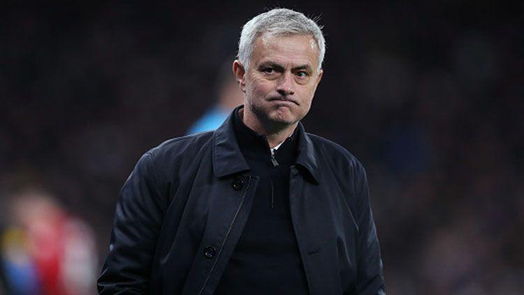 Jose Mourinho, pelatih klub Liga Inggris, Tottenham Hotspur, menyoroti perihal kontrak pemain yang sudah semakin menipis masa kedaluwarsanya. Copyright: © Tottenham Hotspur/GettyImages