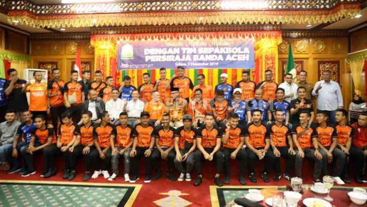 Plt Gubernur Aceh, Ir. Nova Iriansyah memberi dukungan penuh untuk Persiraja berlaga di kasta tertinggi sepak bola Indonesia, Liga 1 mulai musim kompetisi tahun 2020, Selasa (03/12/19) malam. Copyright: © Nofik Lukman Hakim/INDOSPORT
