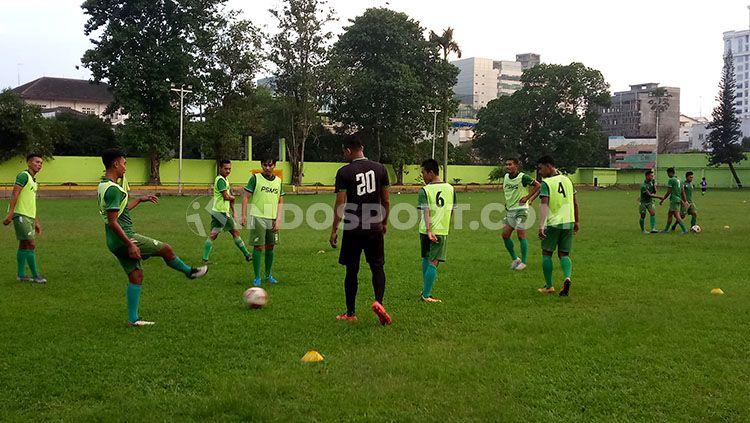 Skuat PSMS Medan menggelar latihan di Stadion Kebun Bunga, Medan, Kamis (5/12/19) sore. Copyright: © Aldi Aulia Anwar/INDOSPORT