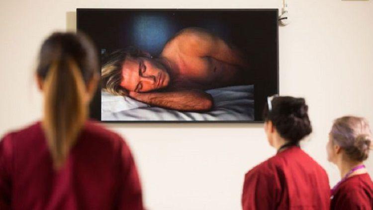 Video David Beckham tengah tertidur dipasang di sebuah rumah sakit di London. Copyright: © PA Media