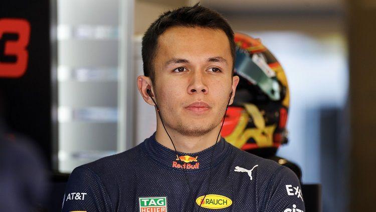 Pembalap Red Bull Racing, Alexander Albon, menceritakan pengalamannya menuju panggung F1. Copyright: © Motorsport Images