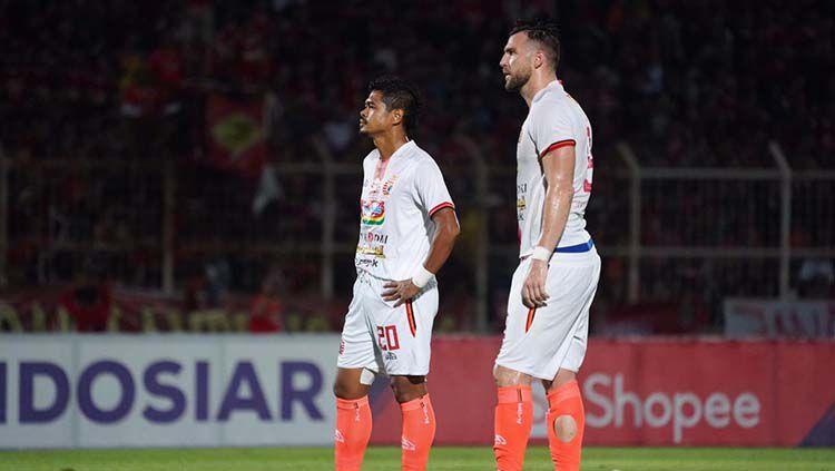 Pemain Persija Jakarta meratapi kekalahan dari Perseru Badak Lampung FC di Liga 1 2019. Copyright: © Media Persija