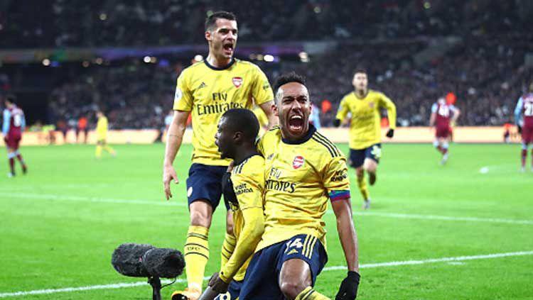 Selebrasi pemain Arsenal usai berhasil mengembalikan kedudukan atas West Ham United dalam pertandingan Liga Inggris 2019-2020 pekan ke-16 di London Stadium Copyright: © Julian Finney/GettyImages