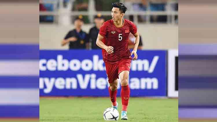 Bek Vietnam Doan Van Hau sempat melancarkan tekel mengerikan yang membuat Evan Dimas cedera saat bertemu Timnas Indonesia U-23 di final SEA Games 2019. Copyright: © Instagram/@doanvanhau_1904