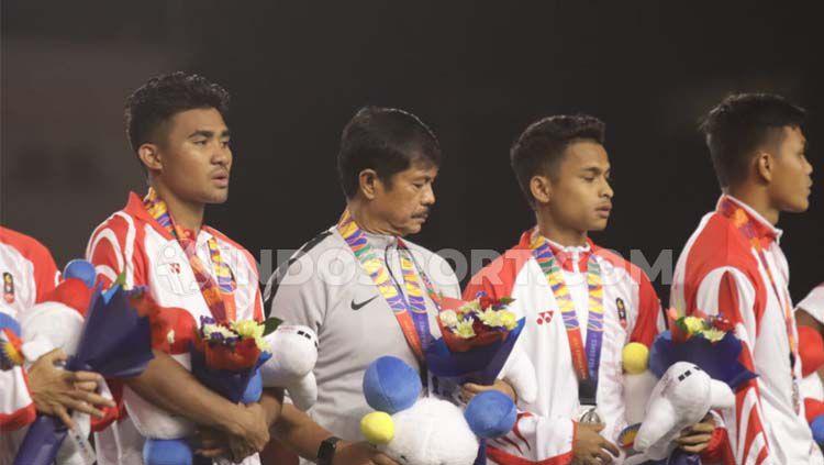 Para pemain Timnas Indonesia U-23 dan pelatih Indra Sjafri harus puas meraih medali perak di SEA Games 2019 Copyright: © Ronald Seger/INDOSPORT
