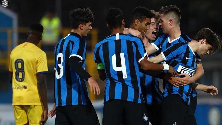 Selebrasi Inter Milan U-19 saat menang atas Barcelona U-19 di Liga Champions junior Copyright: © Instagram Inter Milan