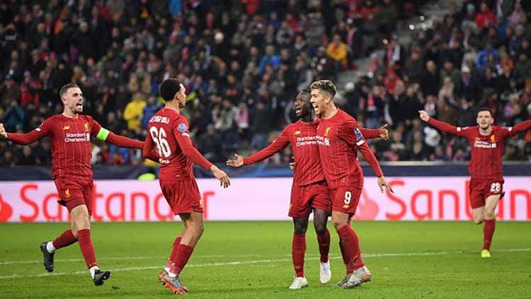 Selebrasi pemain Liverpool saat memastikan diri lolos ke babak 16 Liga Champions 2019-2020 usai bekuk RB Salzburg. Copyright: © Michael Regan/GettyImages