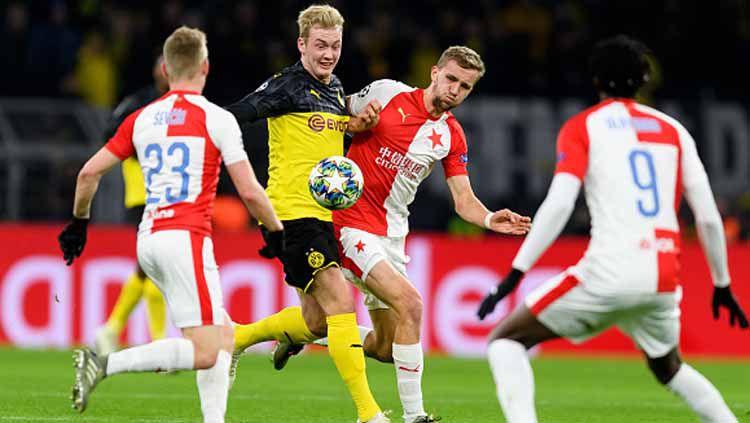 Duel pemain Borussia Dortmund vs Slavia Praha pada pertandingan Liga Champions 2019-2020 Grup F Copyright: © TF-Images/GettyImages