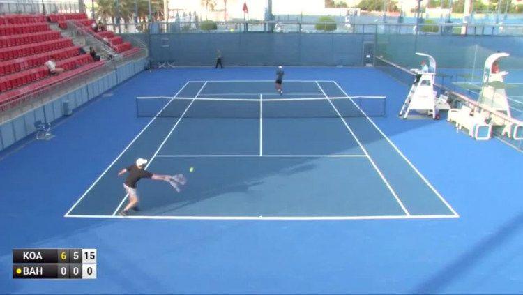 Laga tenis antara Artem Bahmet vs Krittin Koaykul, yang disebut-sebut sebagai pertandingan terburuk. Copyright: © Twitter/Betconnect