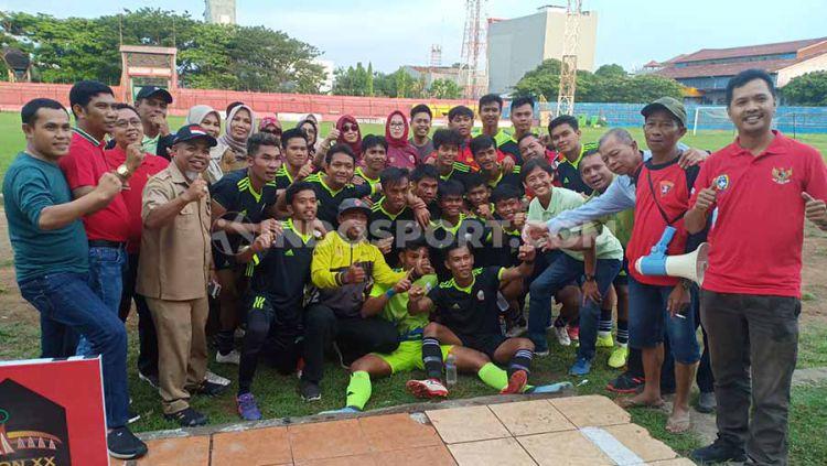 Keceriaan tim sepakbola putra Sulsel setelah berhasil lolos ke PON XX Papua 2020. Copyright: © Adriyan Adirizky/INDOSPORT