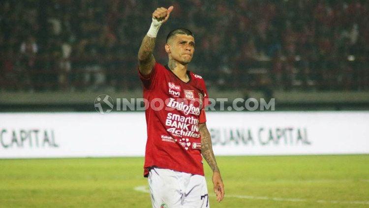 Ciro Alves disambut meriah dalam laga Liga 1 Bali United vs Tira Persikabo. Copyright: © Nofik Lukman Hakim/INDOSPORT