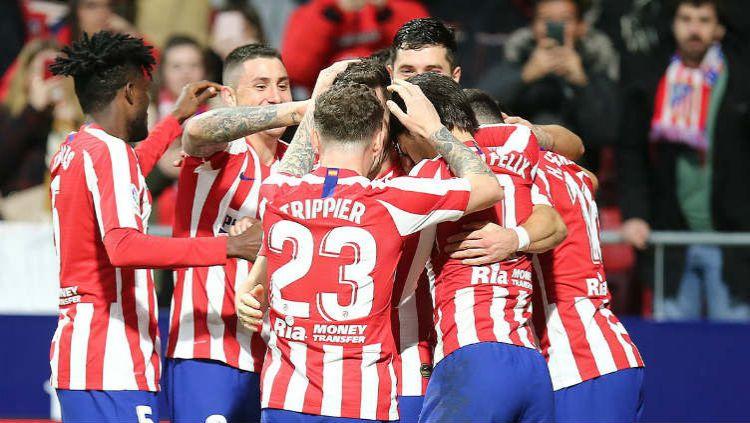 Para pemain Atleico Madrid merayakan kemenangannya atas Osasuna. Copyright: © Twitter @Atleti