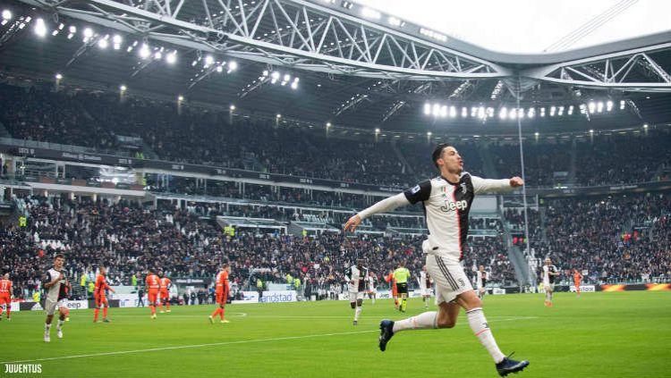 Selebrasi Cristiano Ronaldo usai cetak gol di laga Juventus vs Udinese. Copyright: © Twitter @juventusfcen